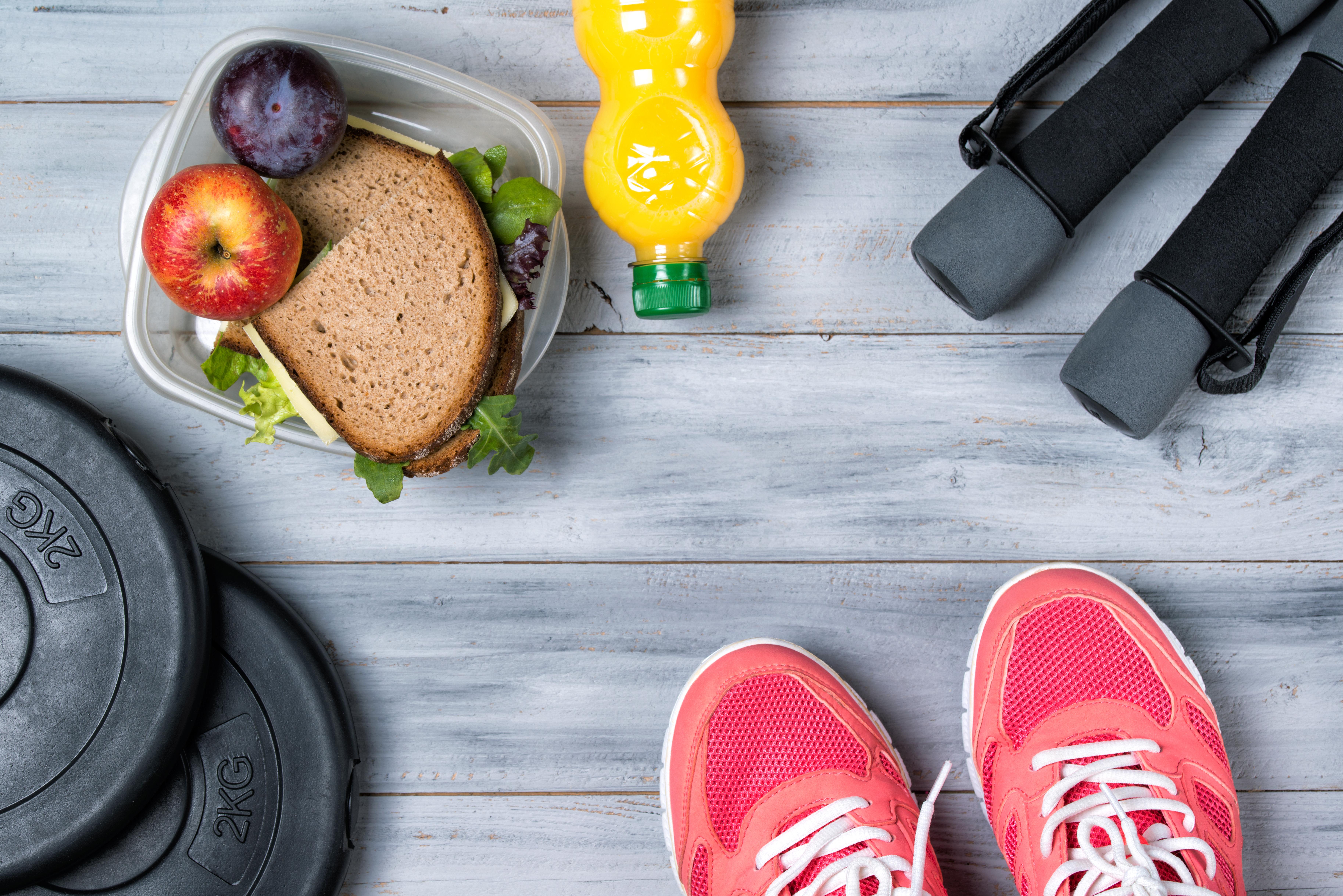 האם חייבים לאכול לפני פעילות גופנית