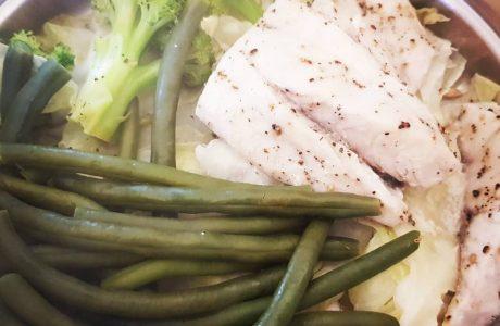 דג מוסר (דל שומן ועם זאת עסיסי) מאודה עם ירקות