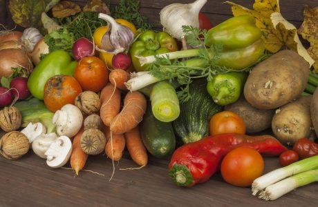 לביבת ירקות אפויה עם מטבל יוגורט