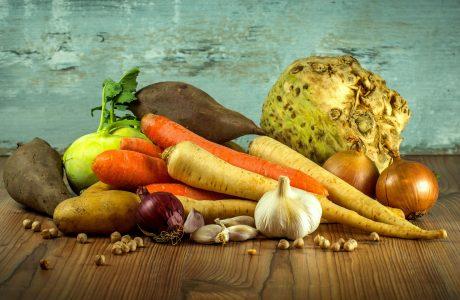 לביבת ירקות אפויה עם מטבל יוגורט עיזים