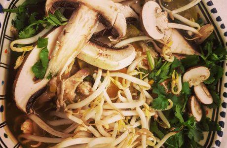 מרק עוף וירקות אסייתי